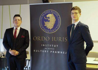 Przedstawiciele Koła Naukowego Ordo Iuris w Opolu: Bartłomiej Biernacki i Konrad Gajewicz